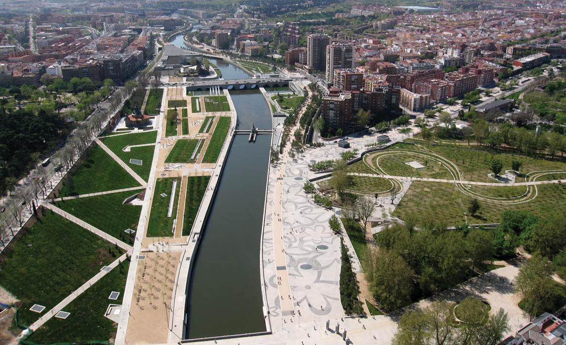 fotos de jardins urbanos : fotos de jardins urbanos:Da autostrada a parco sul fiume: il caso felice di Madrid Rìo