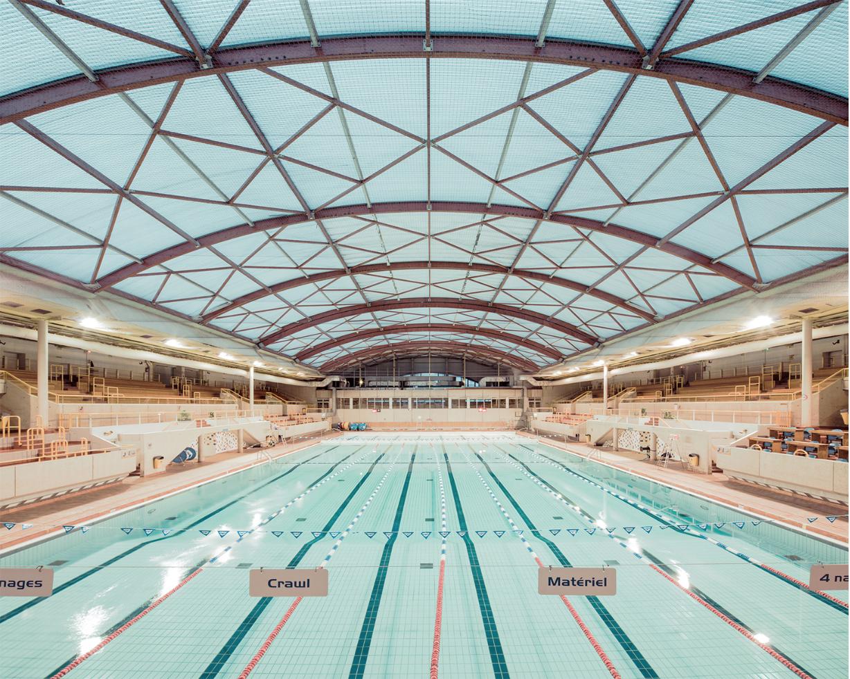 Geometrie indoor swimming pool by franck bohbot for Piscine vallerey