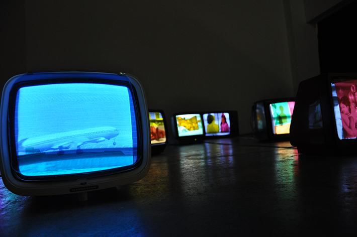 Hiwa K, My Father's color periods, 2013, video Installation with 16 old bw TV sets and cellophane sheets, detail, Collezione privata Milano Courtesy the artist and Prometeogallery di Ida Pisani, Milano Lucc