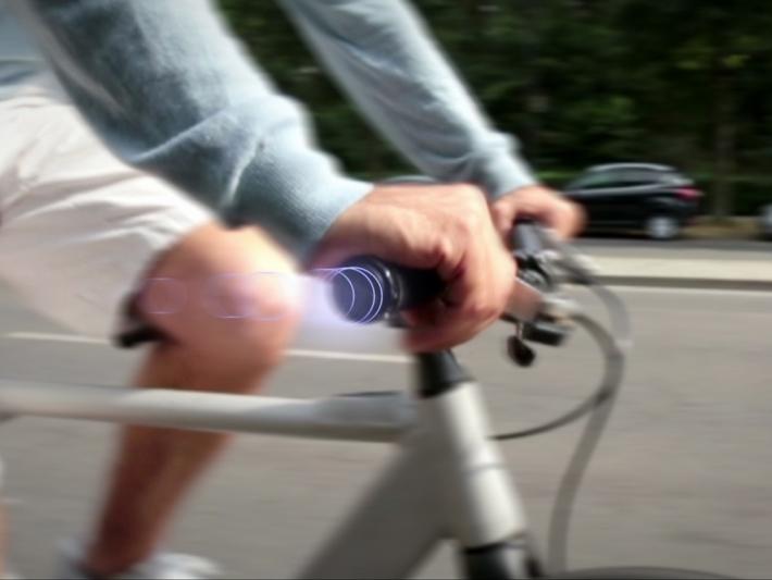 SmrtGRiPS - Andare in bici ad occhi chiusi