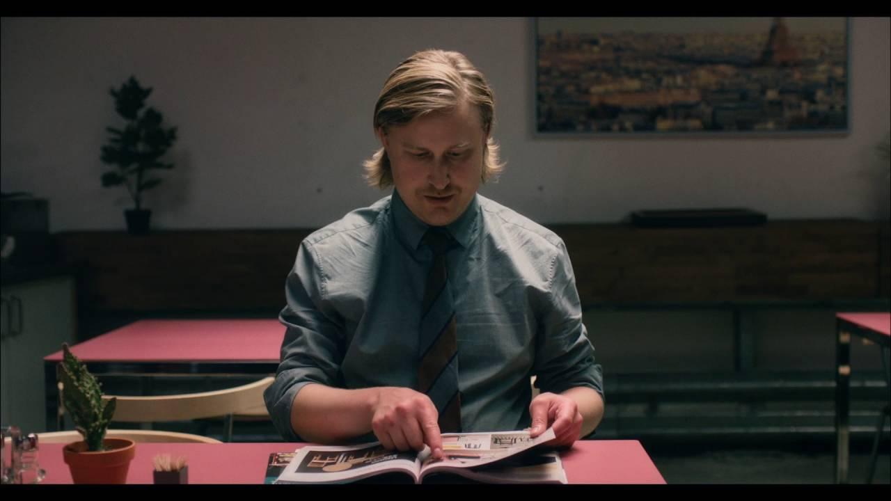 Il nuovo spot Ikea sull'uomo che impersona i mobili